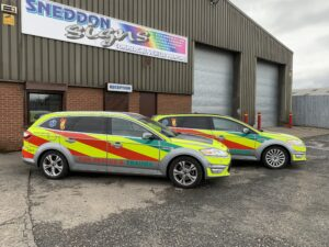 2 matching reflective liveries on a pair of ford mondeo cars